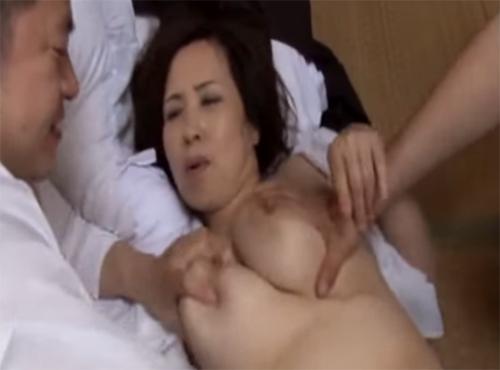 田舎のザ-メン好き主婦が昼から青姦、夜は民家で乱交セックスにハメ狂う壮絶なセックス事情動画